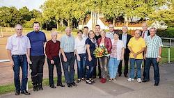 Der Vorstand präsentiert sich mit der Stv. Bürgermeisterin Uschi Baum und StSpV Vorsitzenden Axel Volker