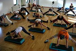 Mit Step, Theraband und Co. geht es zur besseren Fitness (Foto: Daniel Bata, flickr.com)