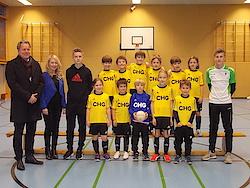 F-Junioren-Jg. 2009, links Jens Hüttebräuker, Regional Manager CHG-Meridian AG, Biljana Borota