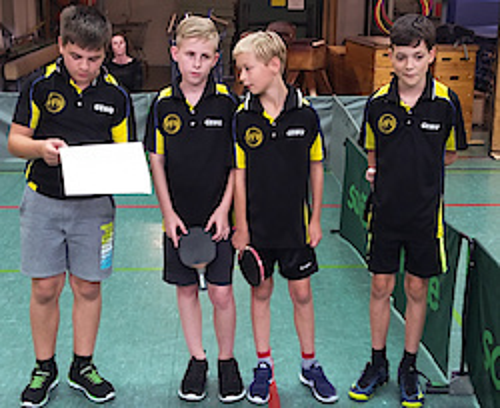 2017: Bei der Begrüßung der Gastmannschaft: Tobias Meese, Noel Bovenschen, Maxi Bonnen, Vincent Neumann