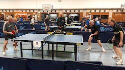 Die Spieler am vorderen Tisch von links: Becker, Nieswand, Tombrink, Groth